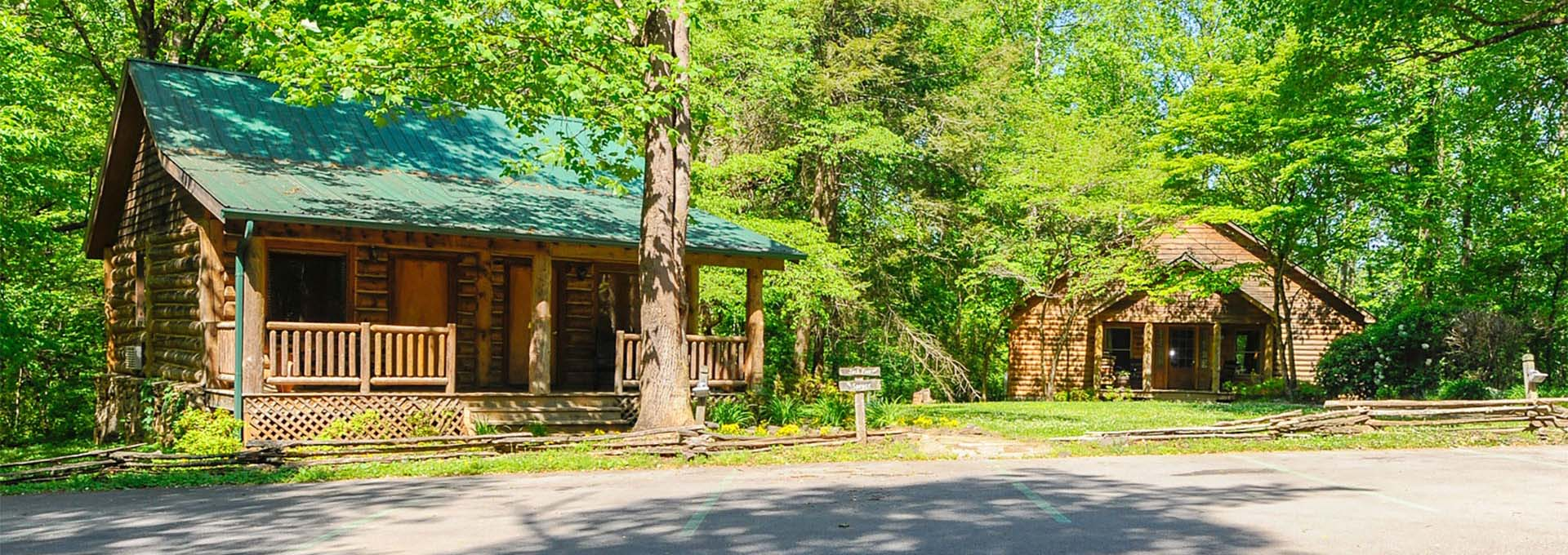 Dancing bear lodge townsend hotel smoky mountain for Smoky mountain tennessee cabin rentals
