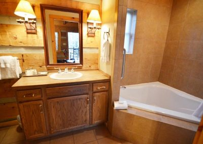 Cabin Rental Townsend Tennessee with Large Bathrooms