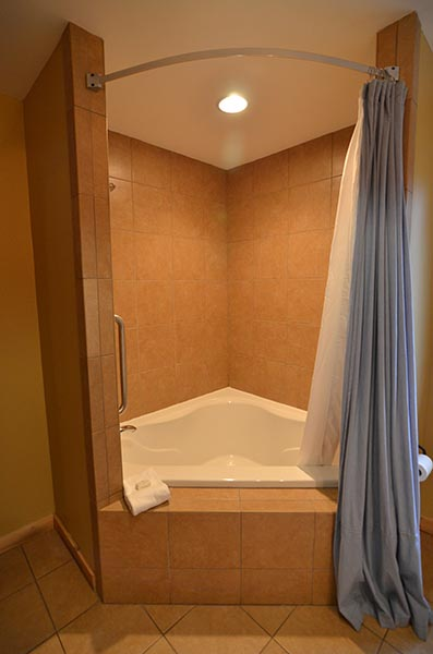 Spacious Tub Lodging Near Cades Cove