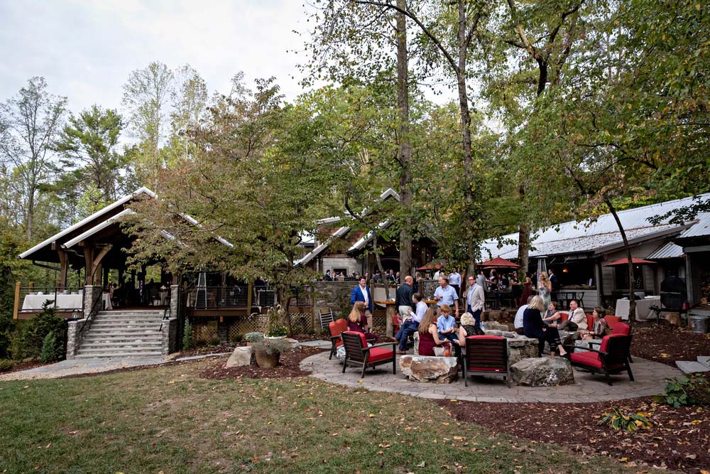 5 Great Reasons to Plan Your Knoxville Holiday Party at Dancing Bear Lodge